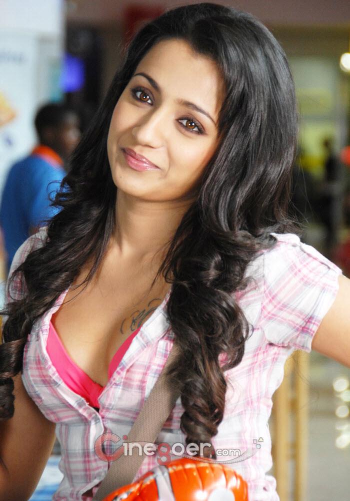 Indian Celebs Pics: Kajal Agarwal sexy boobs show