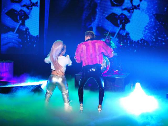 Miley Cyrus Se Chupa El Dedo Parejas Disparejas Noticias