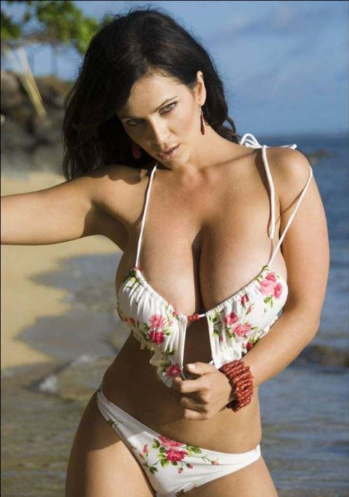 masti2mail Message Denise Milani getting hot at Beach