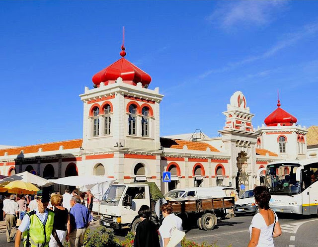 Don't miss the Loulé Market, one of the best in the area. Photo: WikiMedia.org.