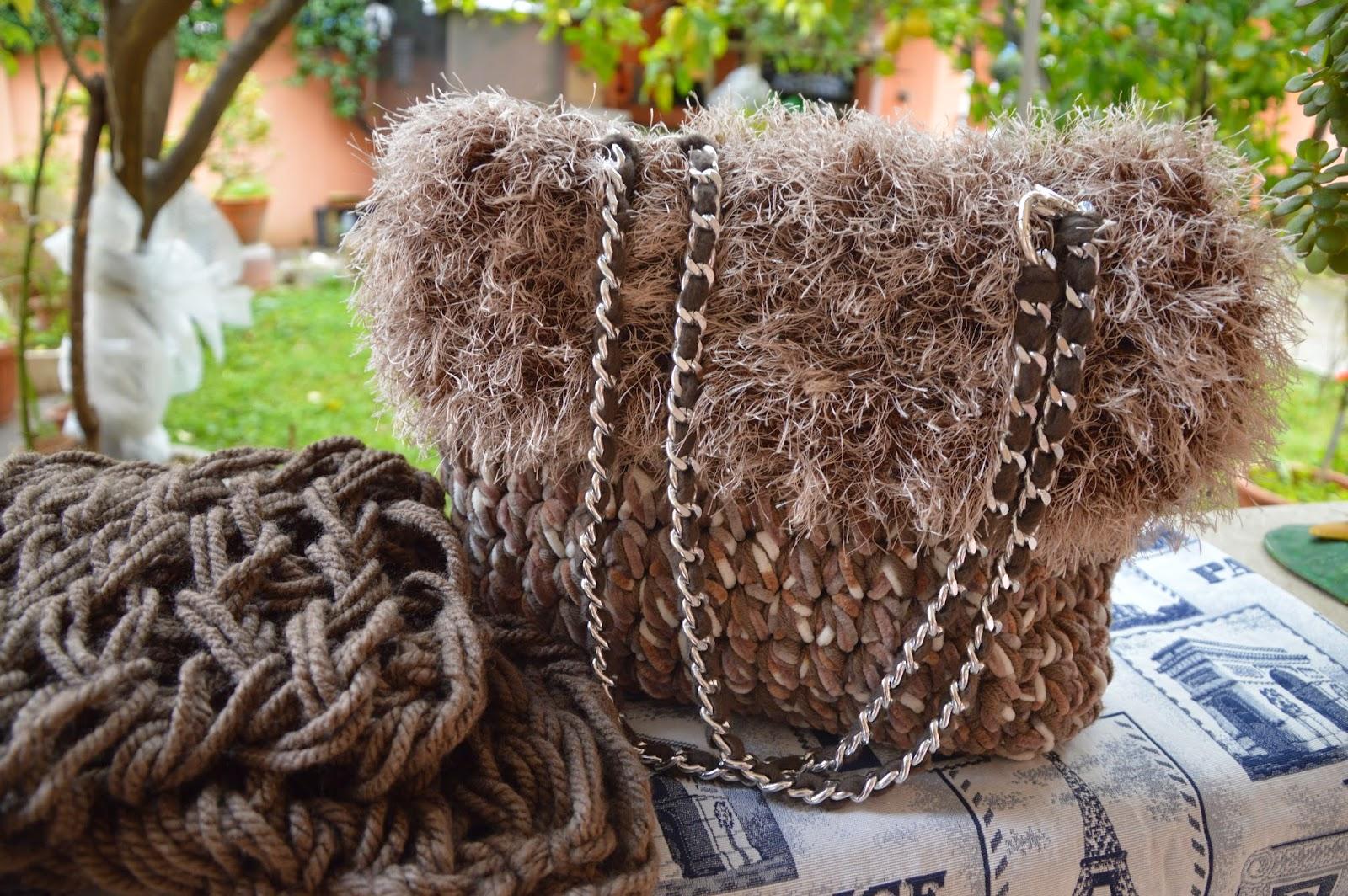 Borsa pura Lana Merinos tortora  con ciniglia tortora e  melange con bordo effetto pelliccia