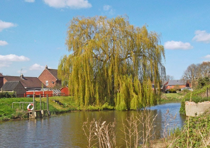 The tranquil Old River Ancholme in Brigg during a sunny day in April 2014 - picture on Nigel Fisher's Brigg Blog