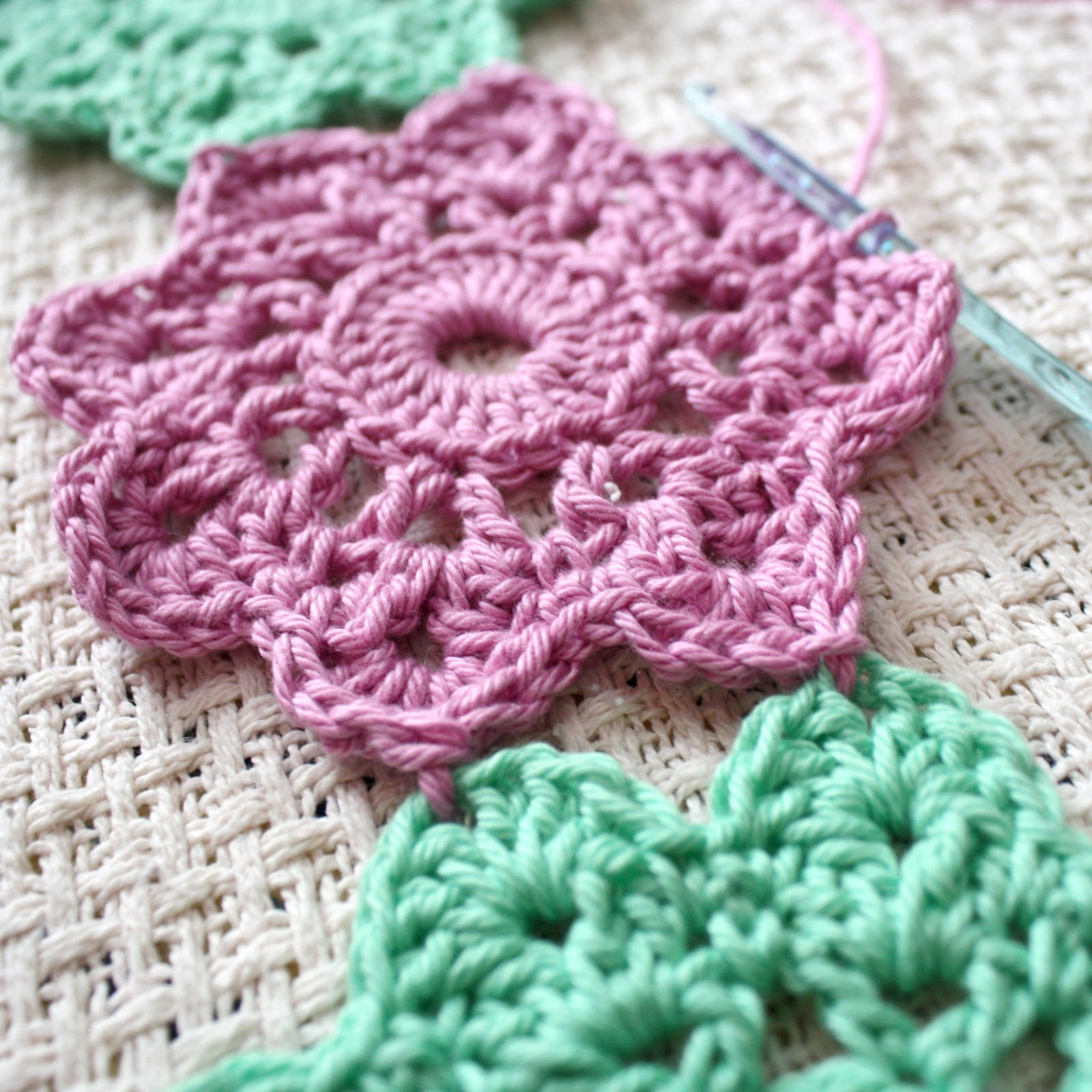 How To Crochet a Heart: Joining as you go {tutorial}