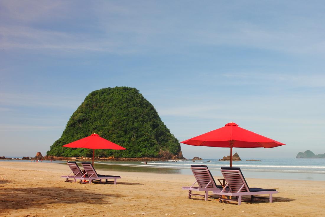Wisata Indonesia Pantai Pulau Merah Banyuwangi