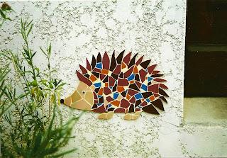 création vente et envoi par la poste de décors muraux extérieur en mosaïque par l'artiste severine peugniez