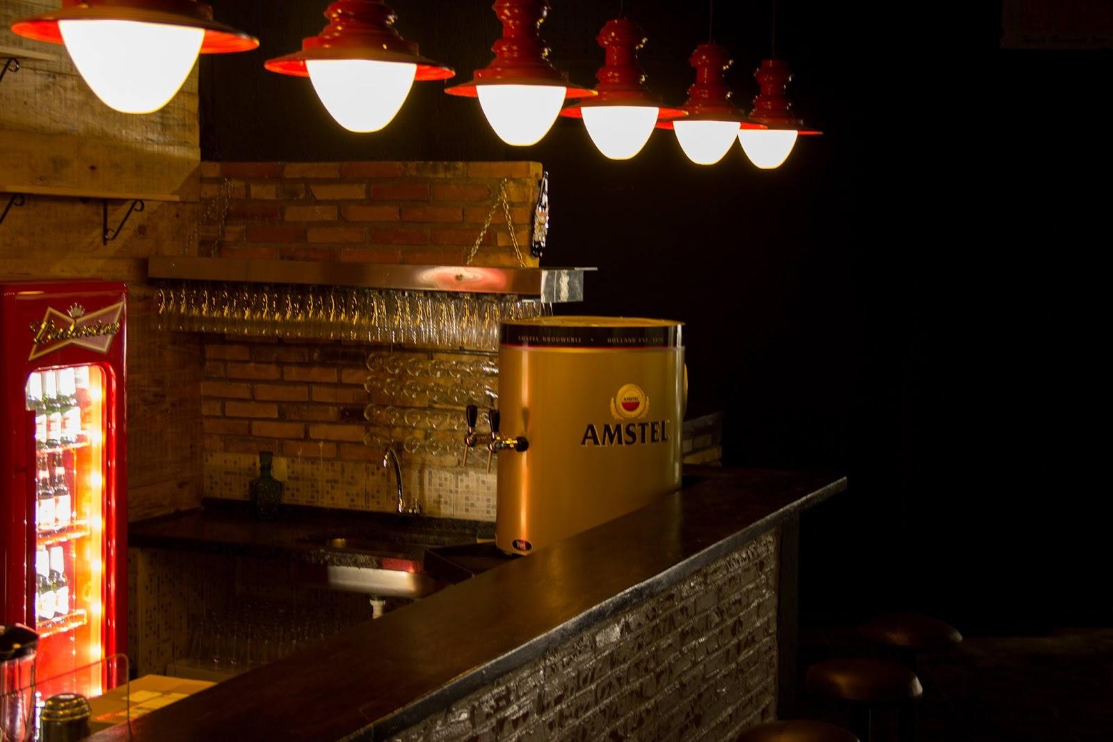 o espao foi reformado e adaptado para receber os msicos com isolamento acstico ambiente climatizado palco com mesa de som