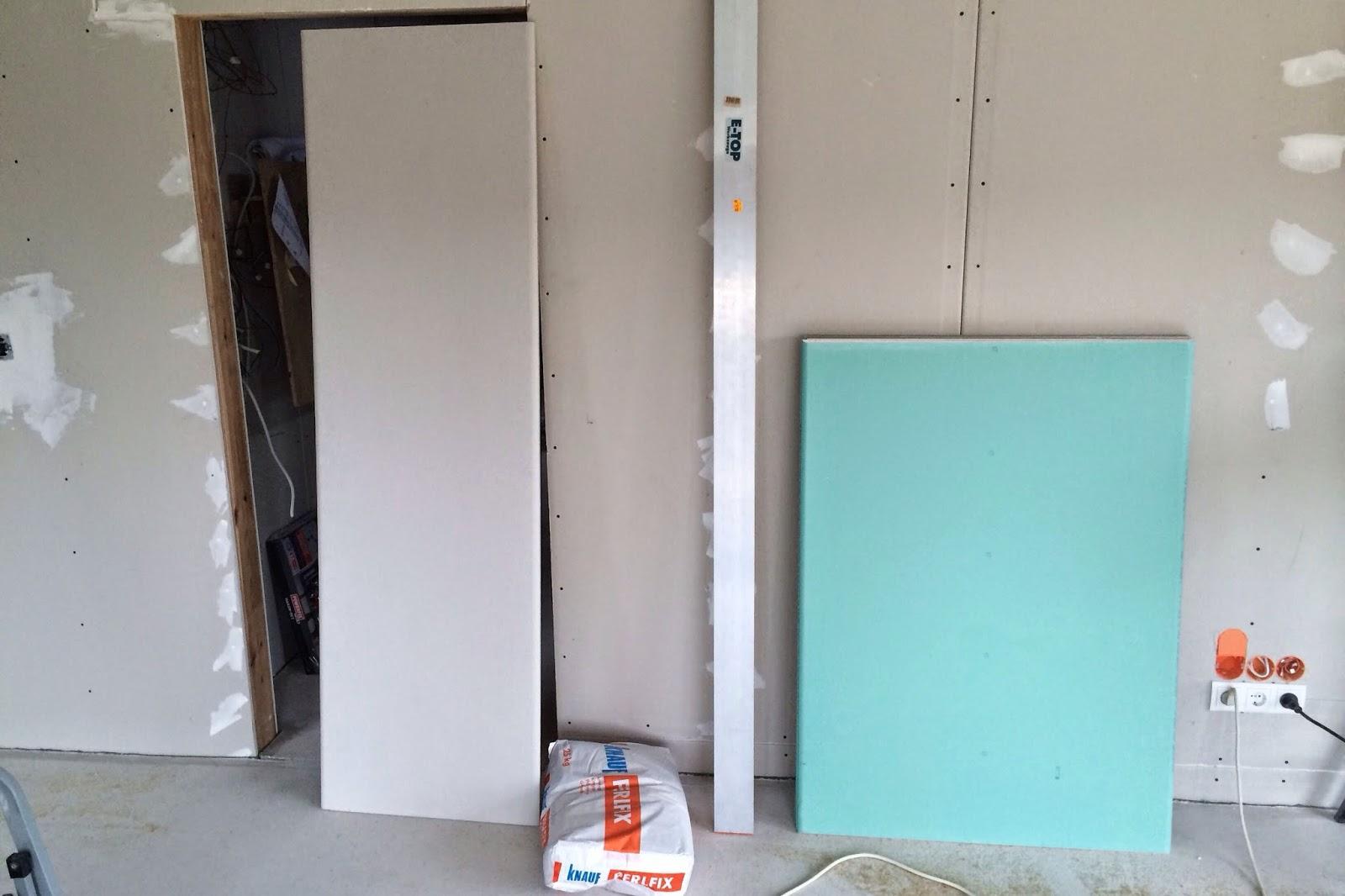 unterzug wohnzimmer:unterzug wohnzimmer : die weißen Platten sind für den Unterzug