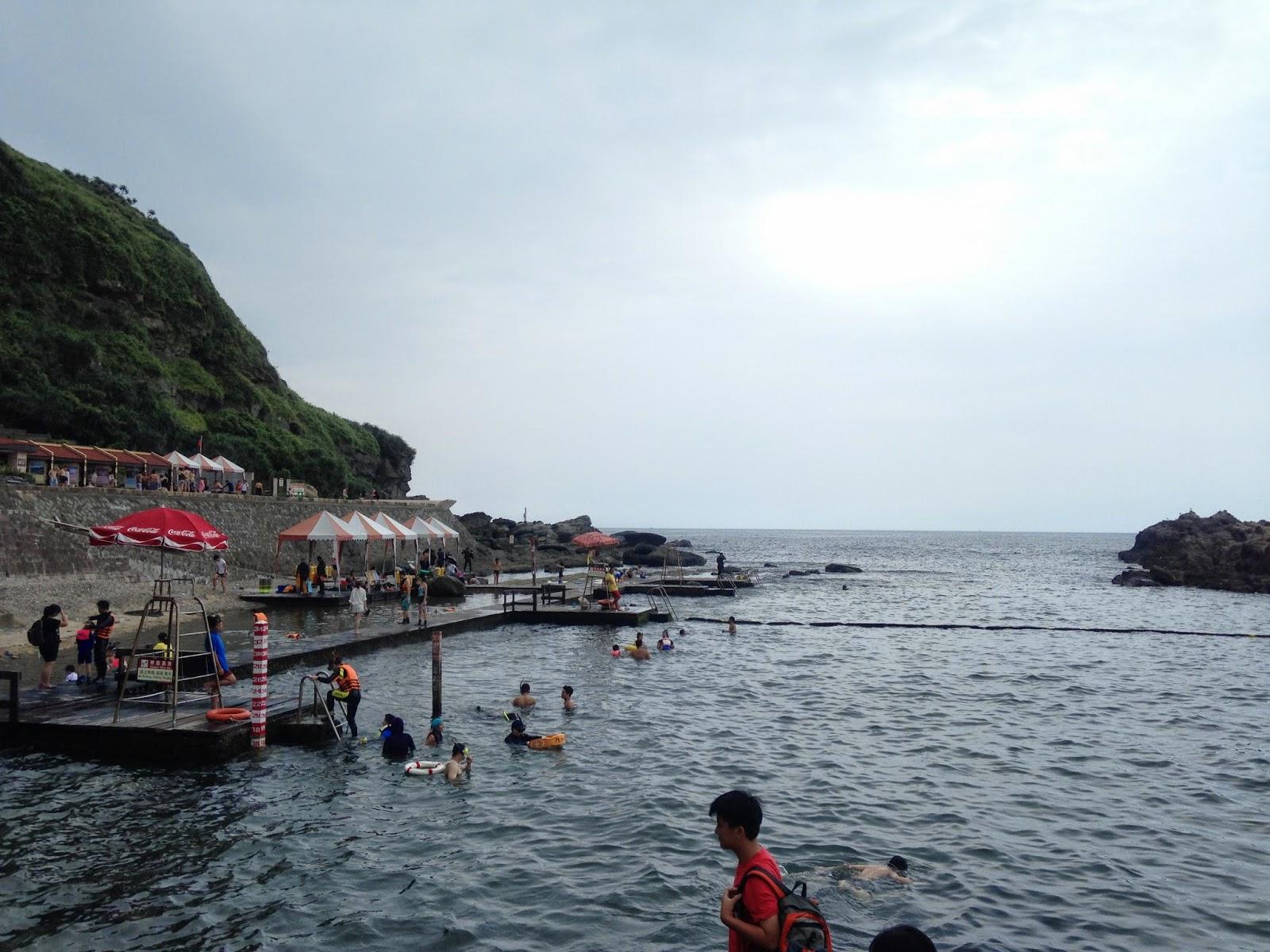 【遊記】新北市貢寮-龍洞灣海洋公園浮潛,划獨木舟,找海星