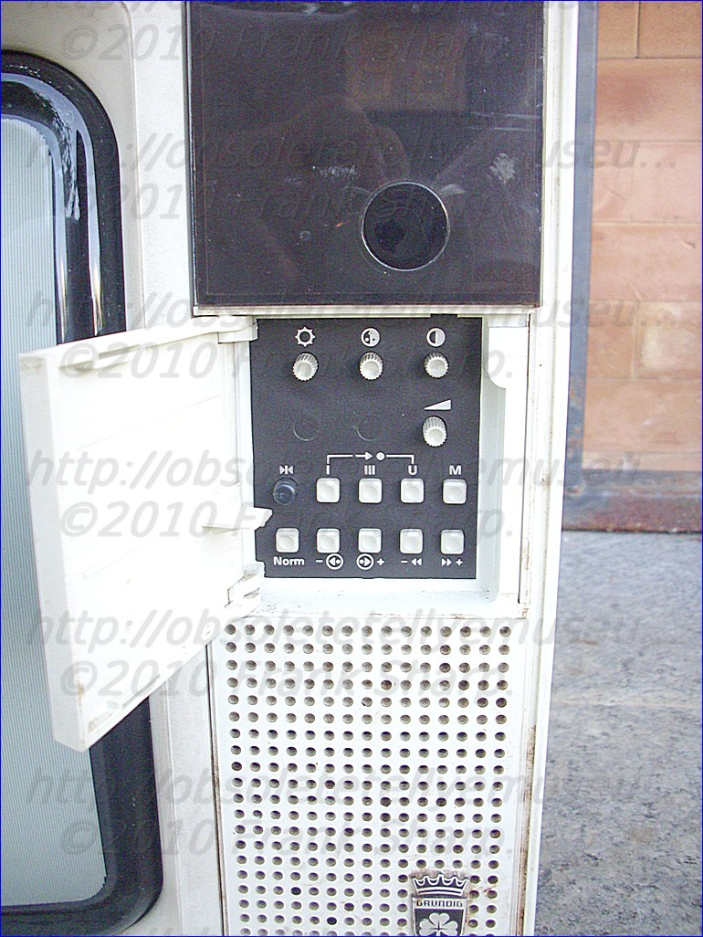 Obsolete Technology Tellye !: GRUNDIG SUPER COLOR C2408 SERIE ...