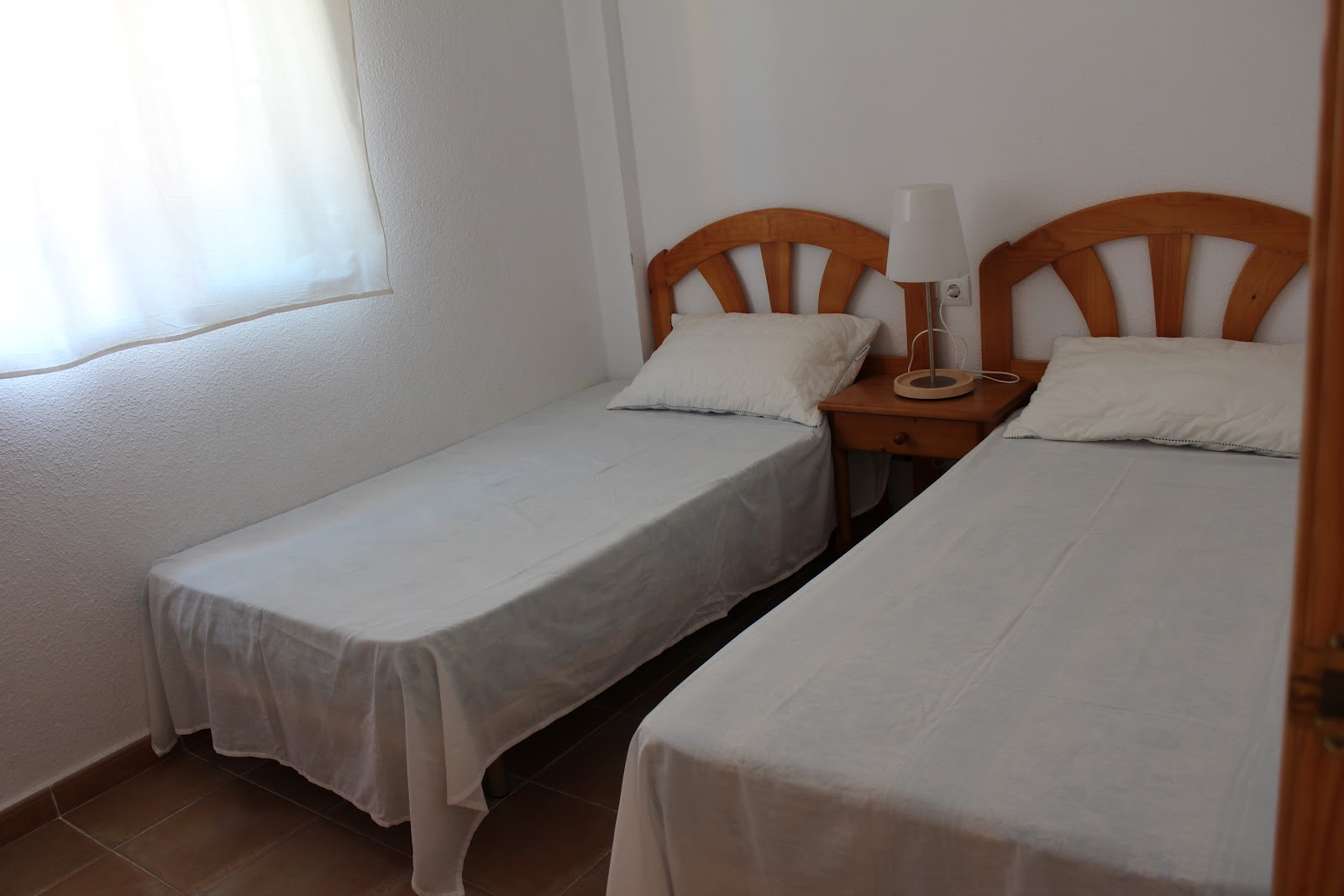 Apartamento en rota cadiz alquiler verano habitacion 2 for Alquiler piso rota verano