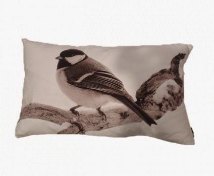 http://www.iddesign.hu/hu/termekek/kiegeszitok/textil/diszparna/birdie-diszparna.idprod