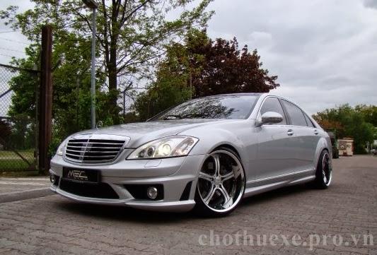 Cho thuê xe Mercedes S550 hạng sang màu bạc