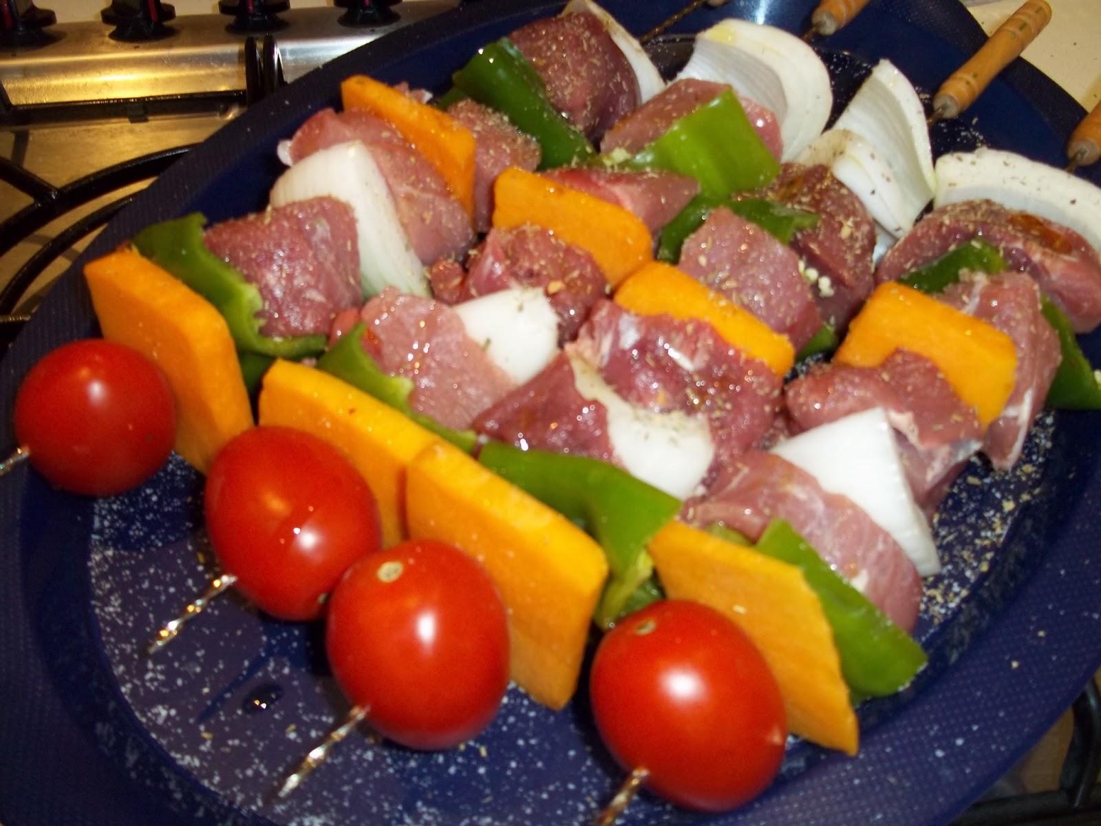 brocheta de solomillo y verduras a la barbacoa cocinar