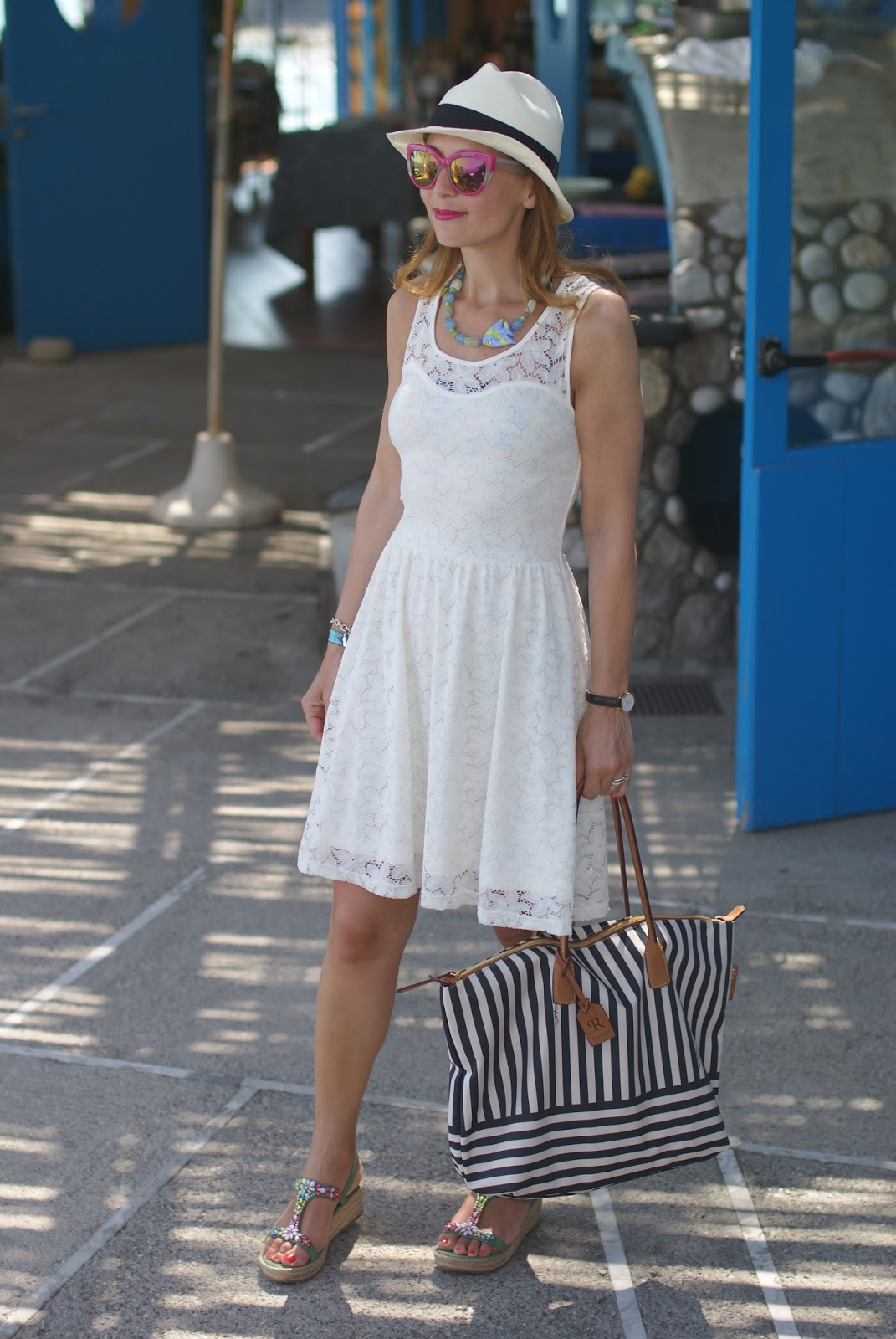 Amalfi coast look, Lo Scoglio, what to wear on the Amalfi Coast, Ecua-Andino panama hat and Robertina bag on Fashion and Cookies fashion blog, fashion blogger style