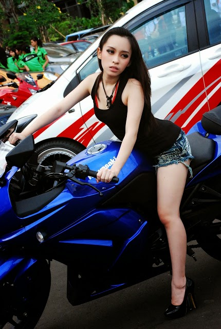 FDJ GIA DARKSEXY PHOTO SESSION PADA EVENT AUDIOMOBIL SOUND CONTEST