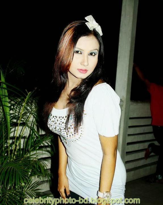 Dhaka+Girl+Homely+Made+Model+Photos036