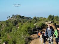 La caminada s'allunya del Serrat de l'Àliga i es dirigeix cap al nord-est