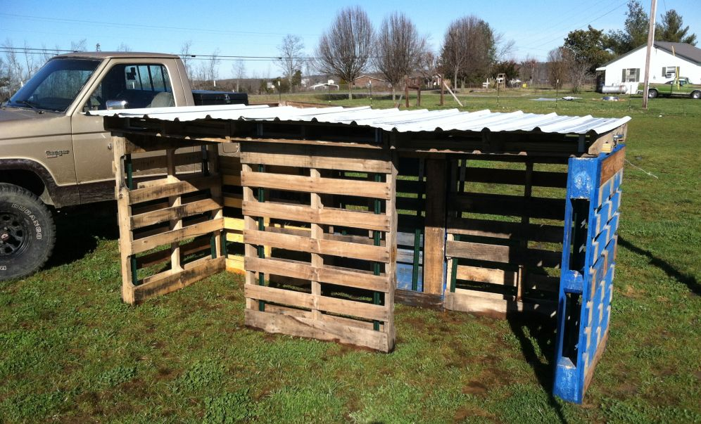 two pallets from freeways to farmland winter projects compost bin and hog house