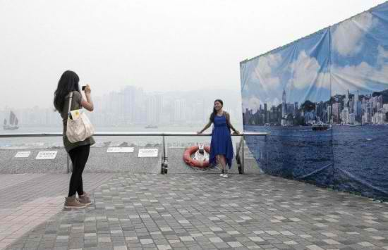 Smog-Covered Hong Kong Installs Clear Skyline Banners for Vacation Photos