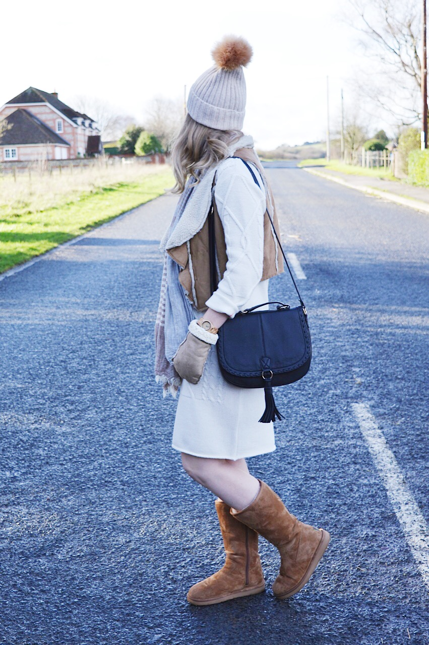 Cosy Winter outfit inspiration by fashion blogger FashionFake