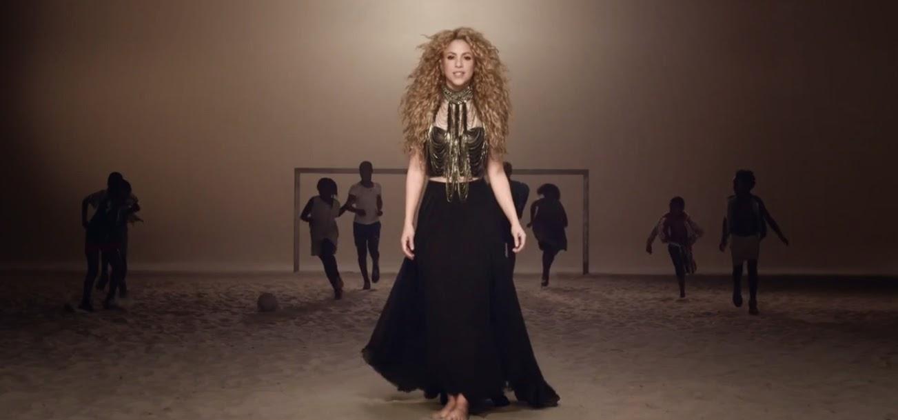 Shakira no clipe de La La La (2014) - blog Mineira sem Freio