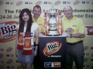 Indonesian Girls love Manchester United