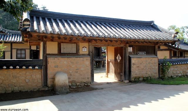 Entrada del hanok Haeudang de Museom
