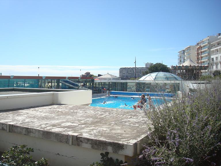 balades en vendee les sables d 39 olonne les atlantes et la piscine du remblai. Black Bedroom Furniture Sets. Home Design Ideas