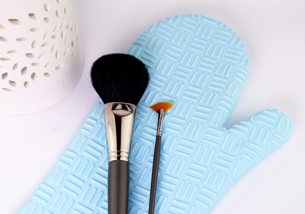 Save or Splurge: Makeup Brush Cleaning Glove sigma ebay dupe