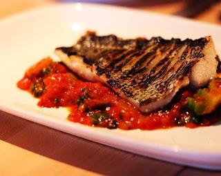 fırında levrek ,levrek balık, domatesli balık, levrek nasıl yapılır  ,levrek tarifi ,levrek nasıl pişirilir ,levrek balığı