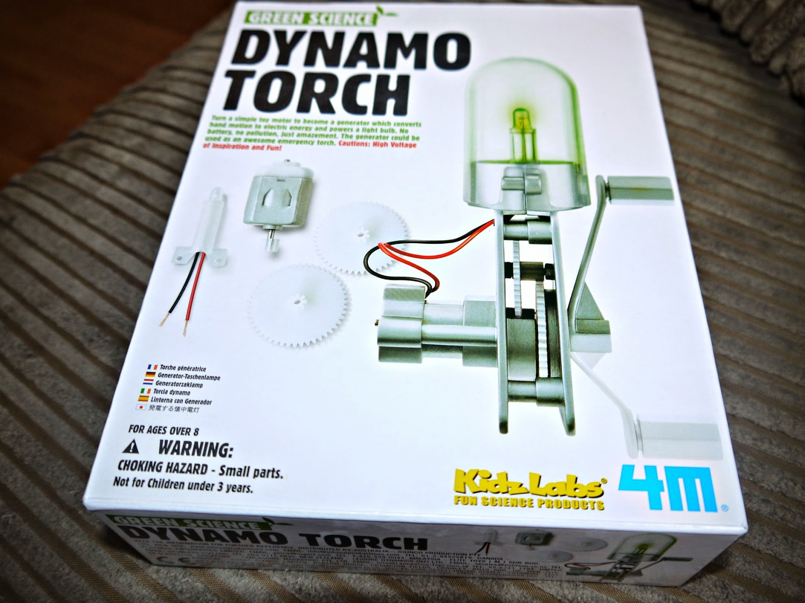 Inside The Wendy House Green Science Dynamo Torch Review A Circuit Diagram Of Comprising Toy Motor Led Lamp Gears And Casing Cover Accessories Children Aged 8 Over Can Create Their Own