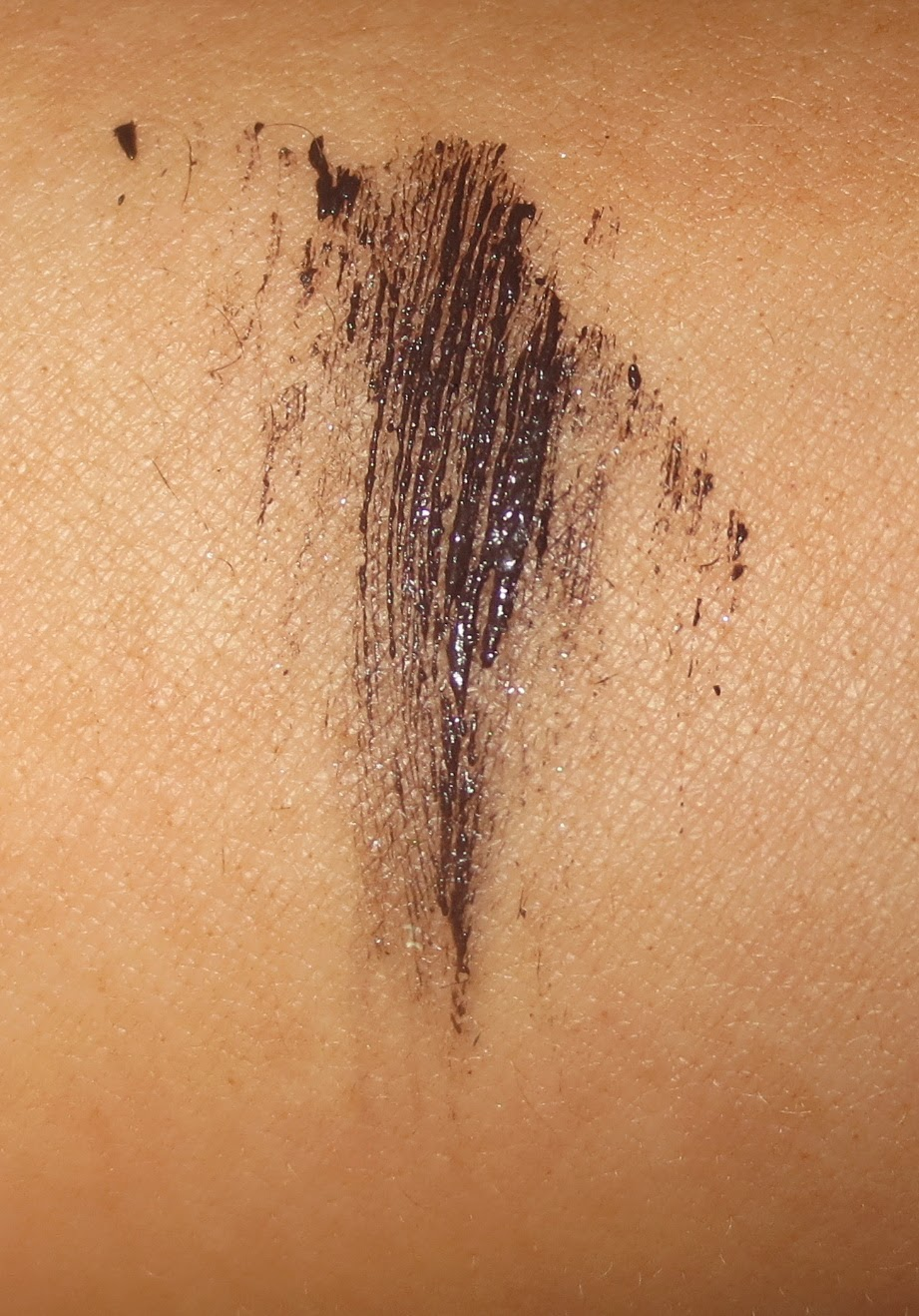 Almay Intense i-color Volumizing Mascara in Mocha Swatch