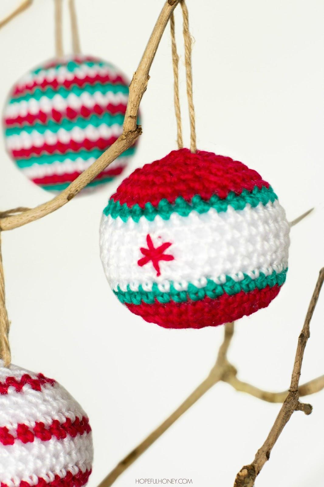 http://2.bp.blogspot.com/-R9wvlsDya9M/VEpJGOeDr0I/AAAAAAAAQZM/6Lh11Dn5rEo/s1600/Christmas%2BBaubles%2BCrochet%2BPattern%2B3.jpg