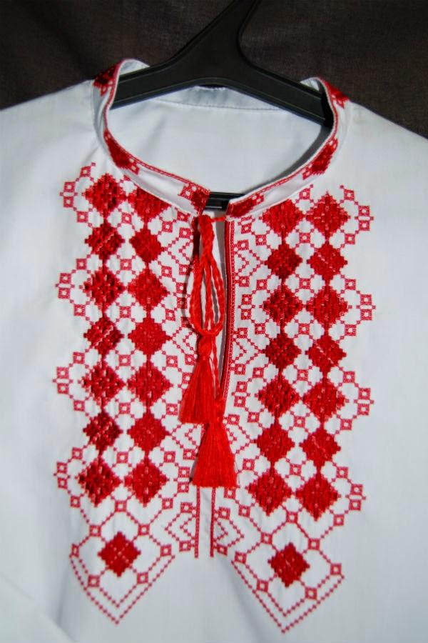 Мужская вышиванка с красными ромбами