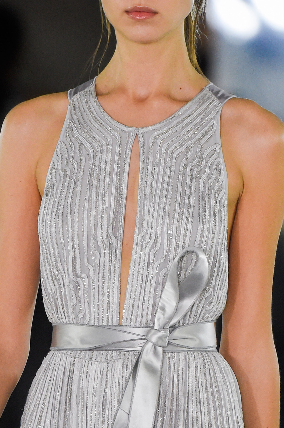 Spring/Summer 2016 trend report / Amanda Wakeley SS16 / ribbons & bows via www.fashionedbylove.co.uk