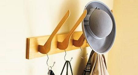 Perchas recicladas 11 ideas que puedes reproducir en casa - Perchas pared originales ...