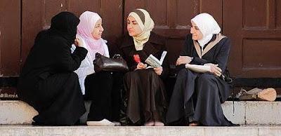 Cara Berbicara Wanita Muslimah
