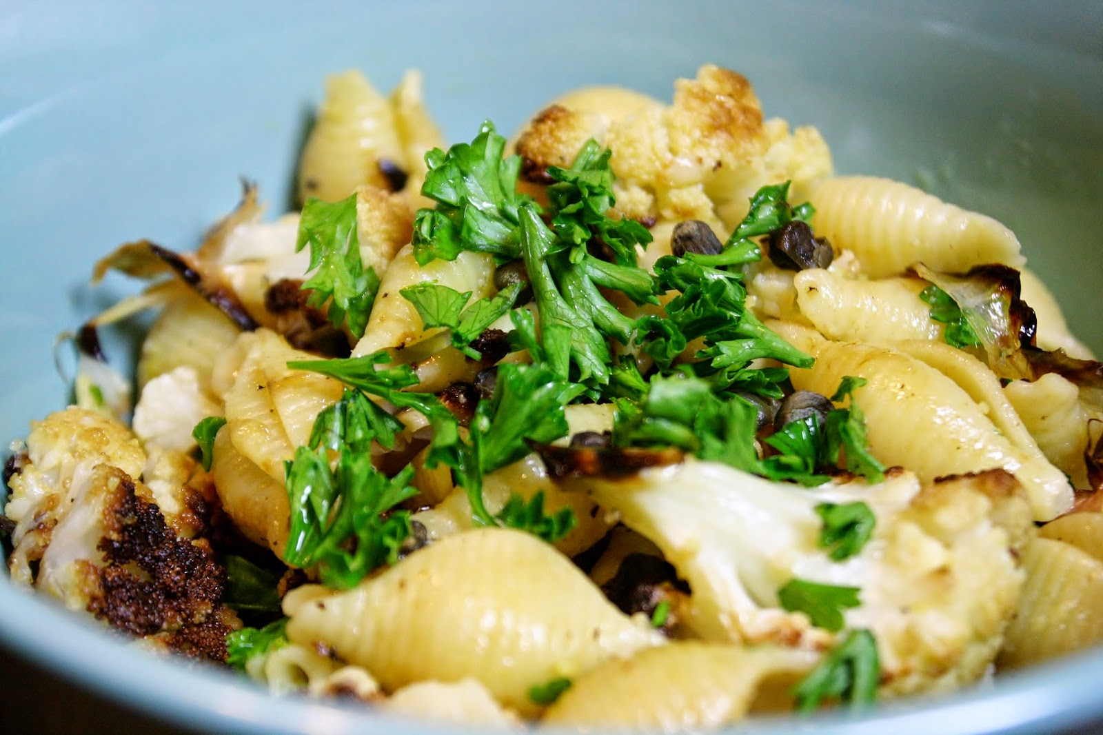 http://eatprayjuice.blogspot.com/2014/10/pasta-with-roasted-cauliflower-and.html