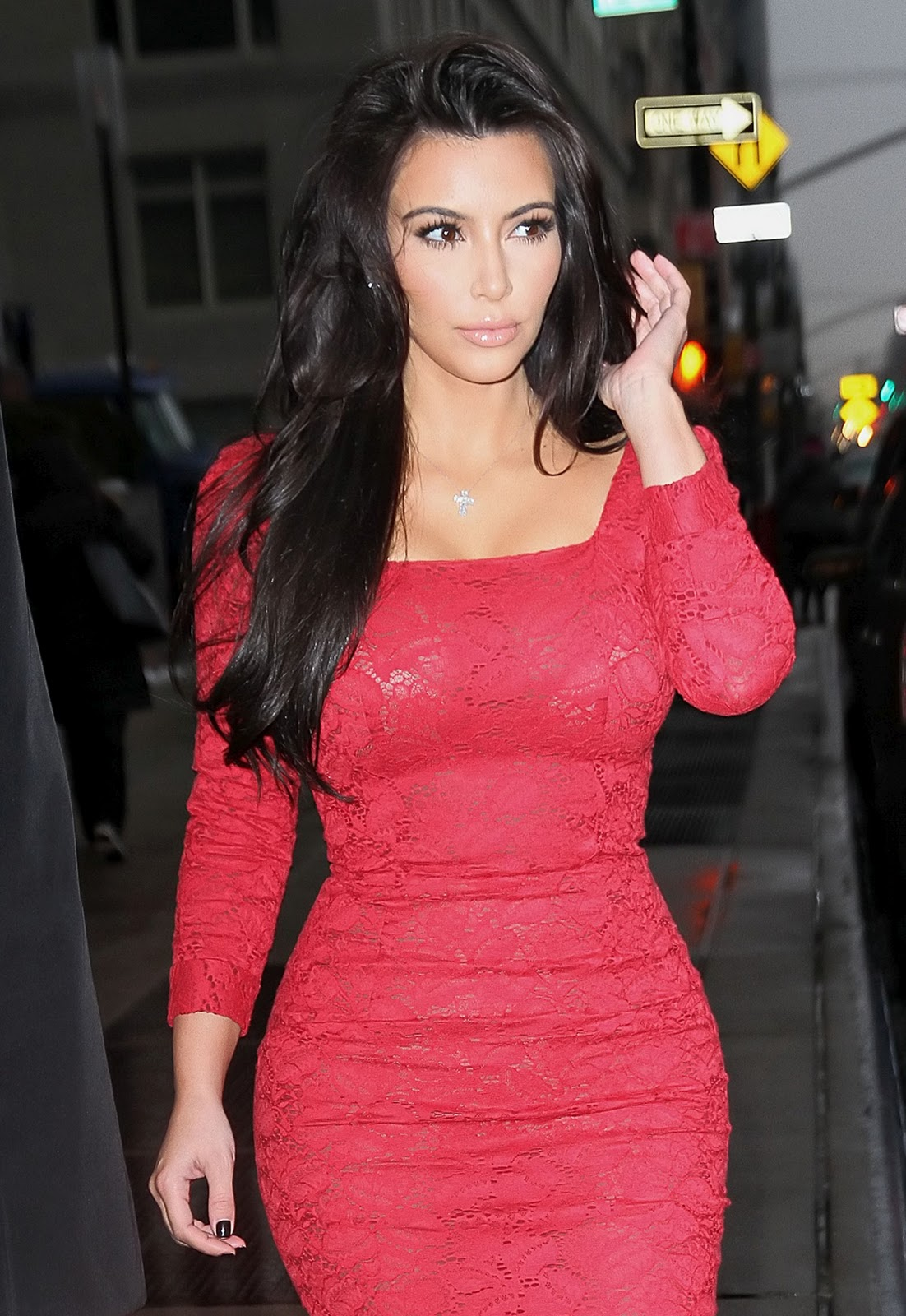 http://2.bp.blogspot.com/-RB4AyqXgE_A/UOG2rUvBSqI/AAAAAAAAErg/_1Vvv1ad2Yo/s1600/kim-kardashian-dress-fashion-show-2012-walk-photoshoot-sexy-style-kim-kardashian-hot-pics-images-gallery-2012-wallpapers-1.jpg