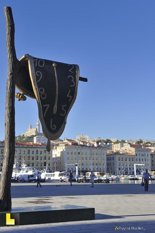 horloge fondue de Dali à Marseille 2013 photo blachier pascal