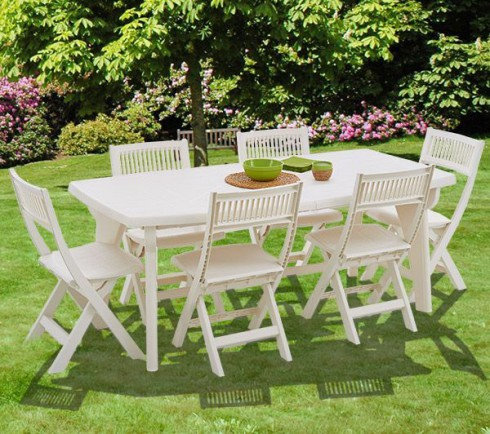 5 astuces diy pour nettoyer vos chaises de jardin en plastique le blog d co top. Black Bedroom Furniture Sets. Home Design Ideas