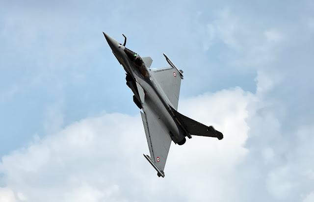 Dassault Rafale turning
