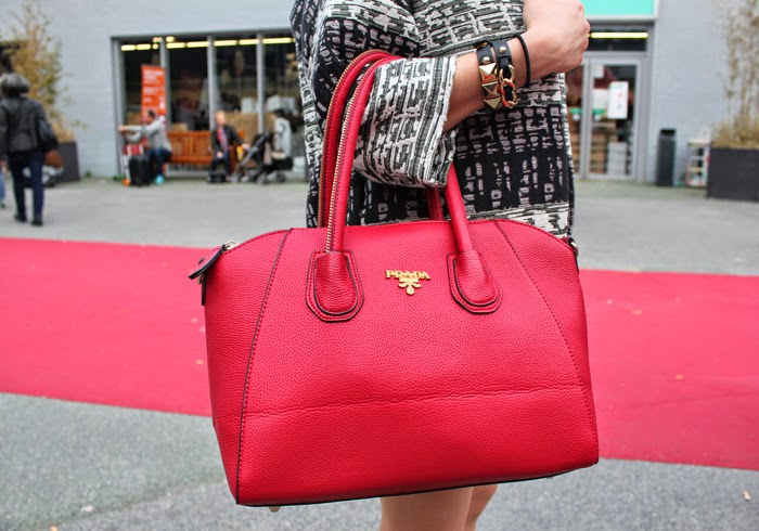 fashion blog, fashion blogger, red prada bag