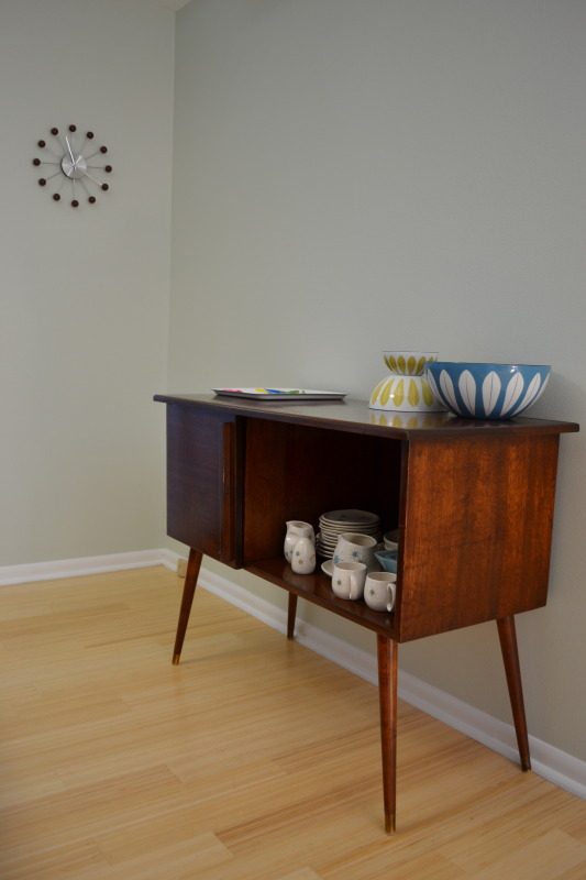 I can totally make that: Vintage Monday: Mid Century Record Cabinet