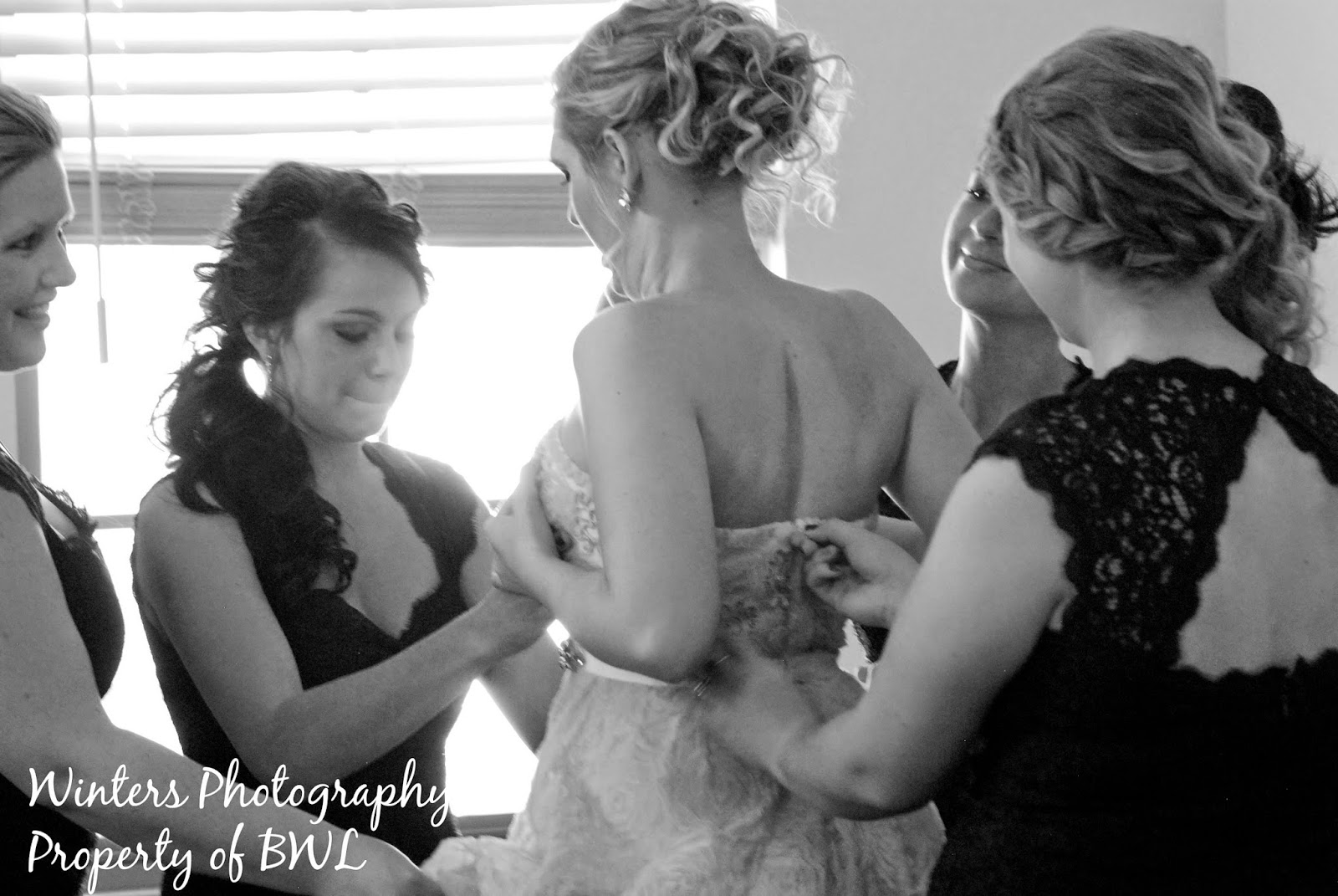 getting-ready-wedding, arizona-wedding, bridesmaids, wedding-dress