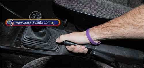 cara pakai rem tangan