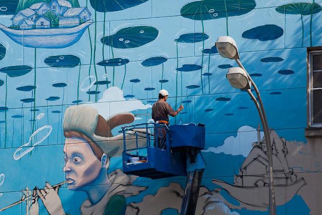 Artista russo se destaca com pinturas surrealistas.