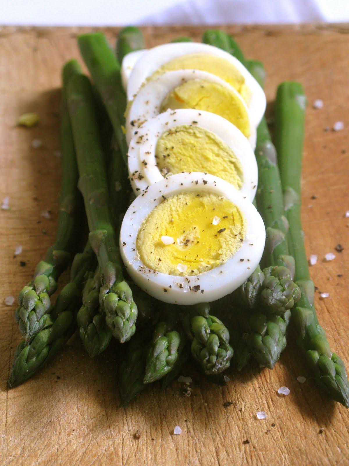 Figs, Bay & Wine: Asparagus Harvest Salad with Dijon Vinaigrette