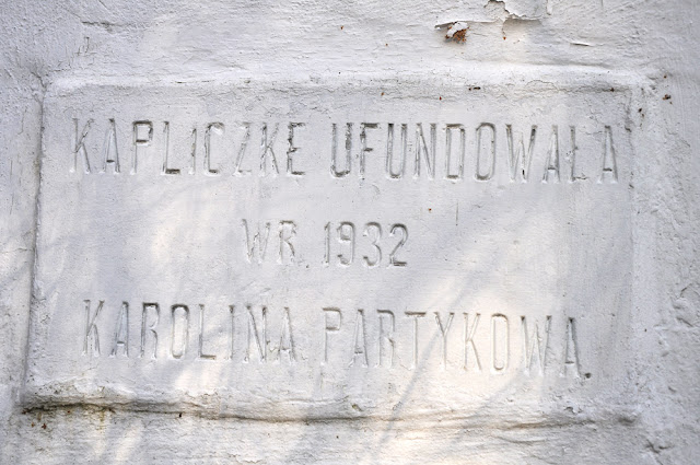 Morzywół, kapliczka - napis umiejscowiony na południowej stronie. Fot. KW.