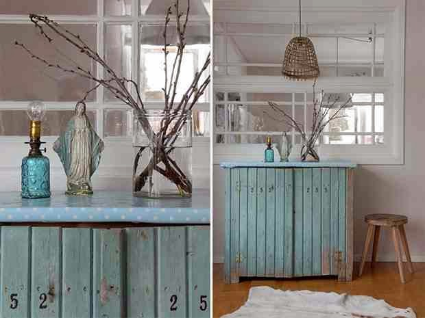 Eklektyczne wnętrze, pastelowa szafka z deseczek, cyferki na drzwiczkach,  skandynawski styl wnętrza